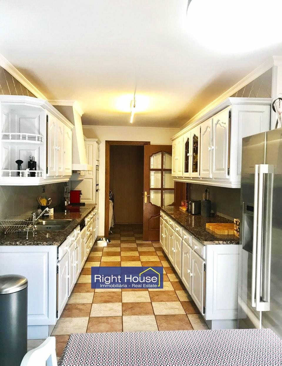 Pis en venda a Sispony, 3 habitacions, 156 metres