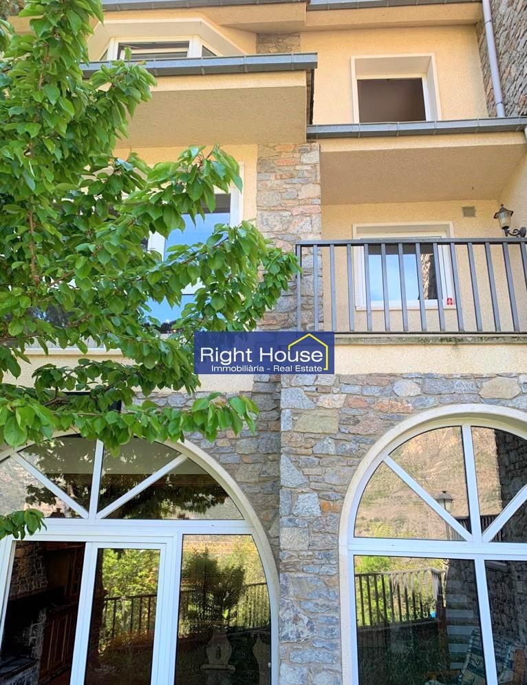 Casa adossada en venda a Aixirivall, 5 habitacions, 300 metres
