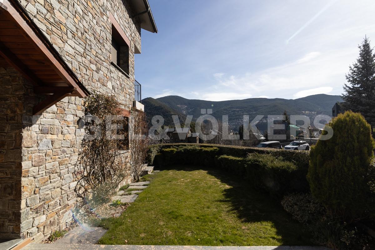 Casa adossada en venda a Anyós, 4 habitacions, 450 metres
