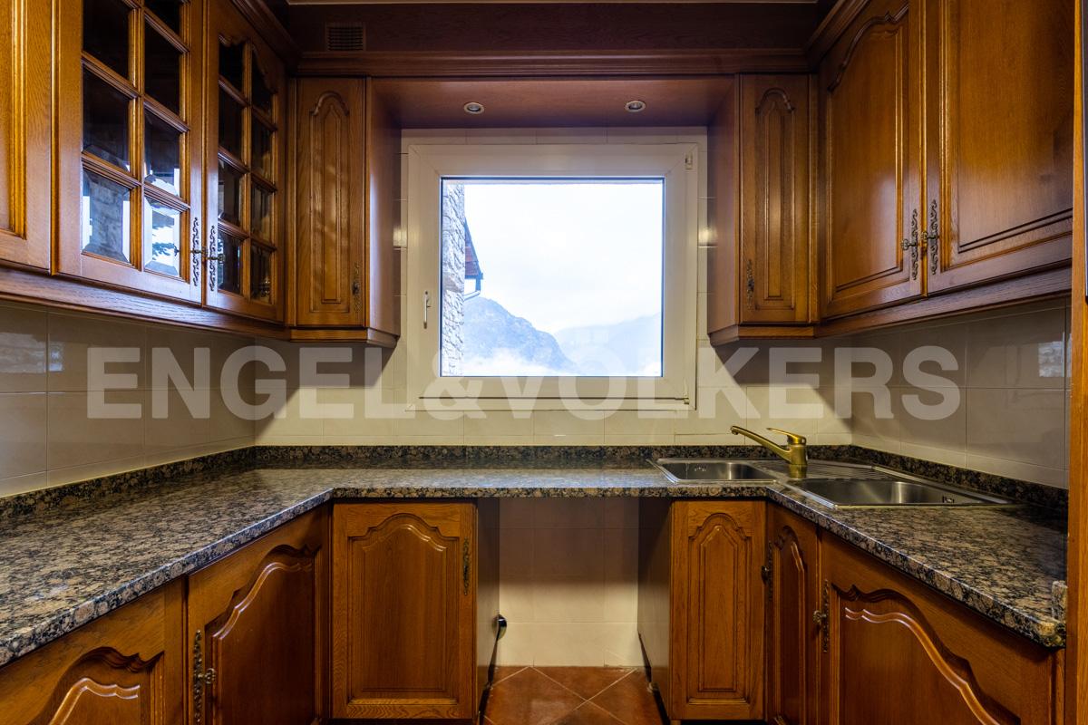 Casa adossada en venda a Aixirivall, 5 habitacions, 319 metres