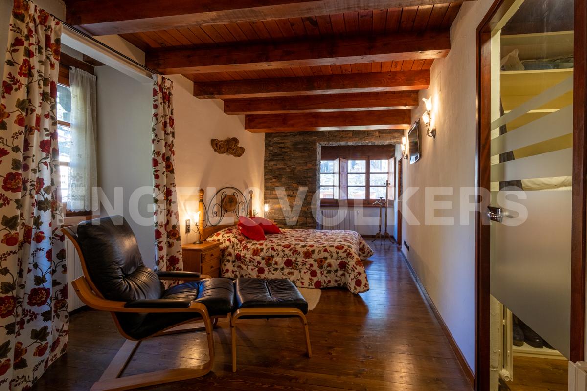 Casa adossada en venda a Arinsal, 5 habitacions, 300 metres