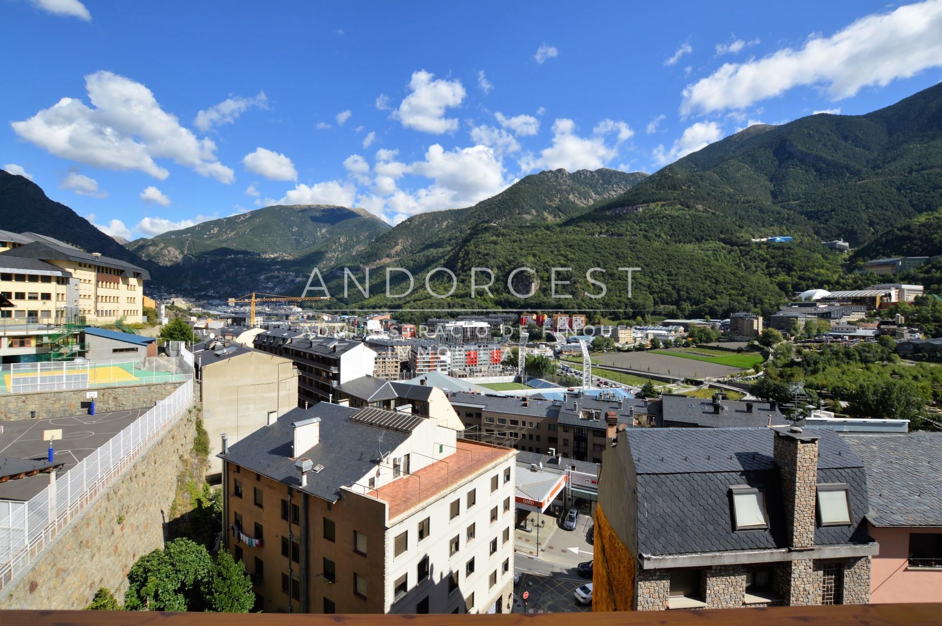 Àtic de lloguer a Andorra la Vella, 4 habitacions, 315 metres